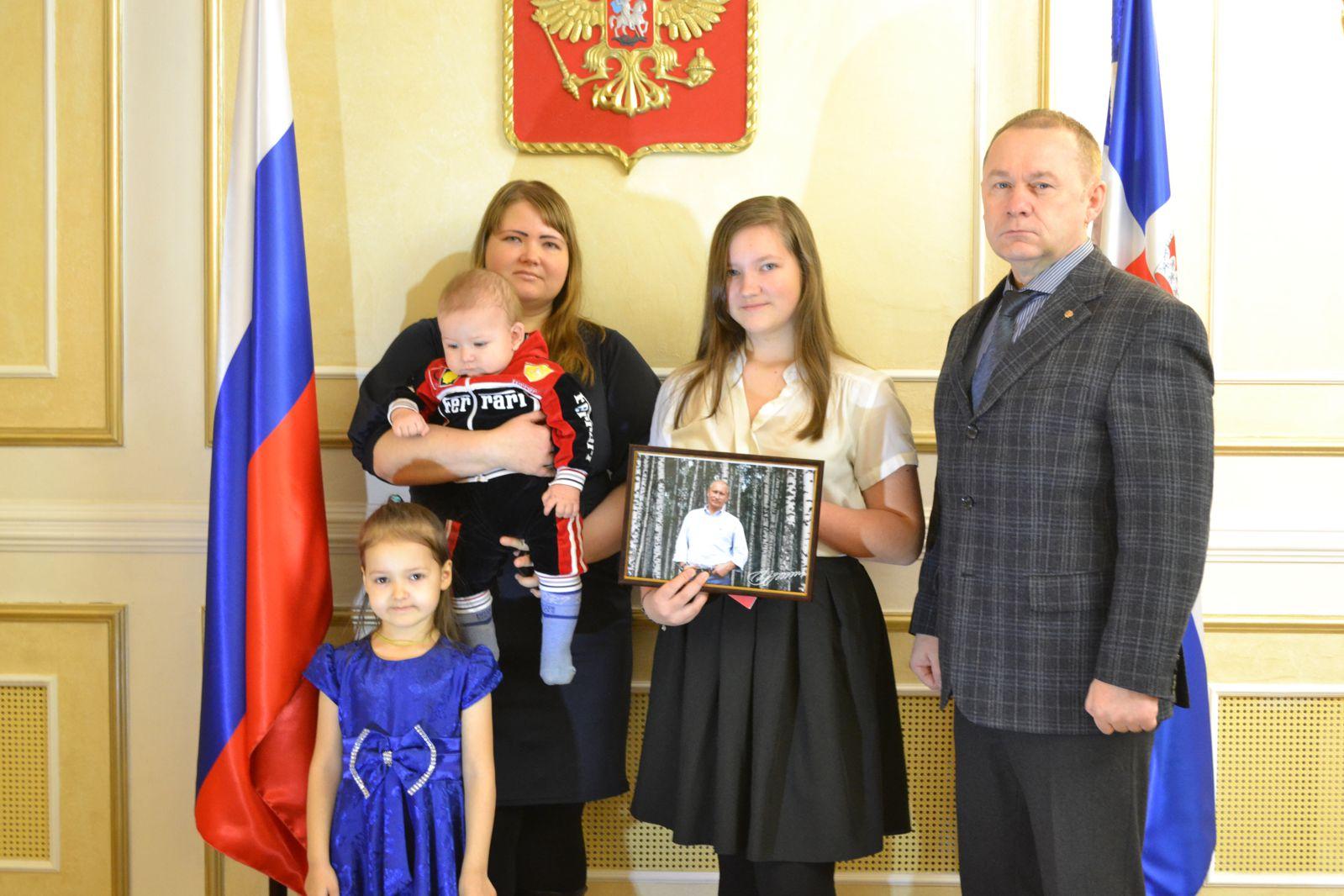 Владимир Путин прислал пермской школьнице фото савтографом